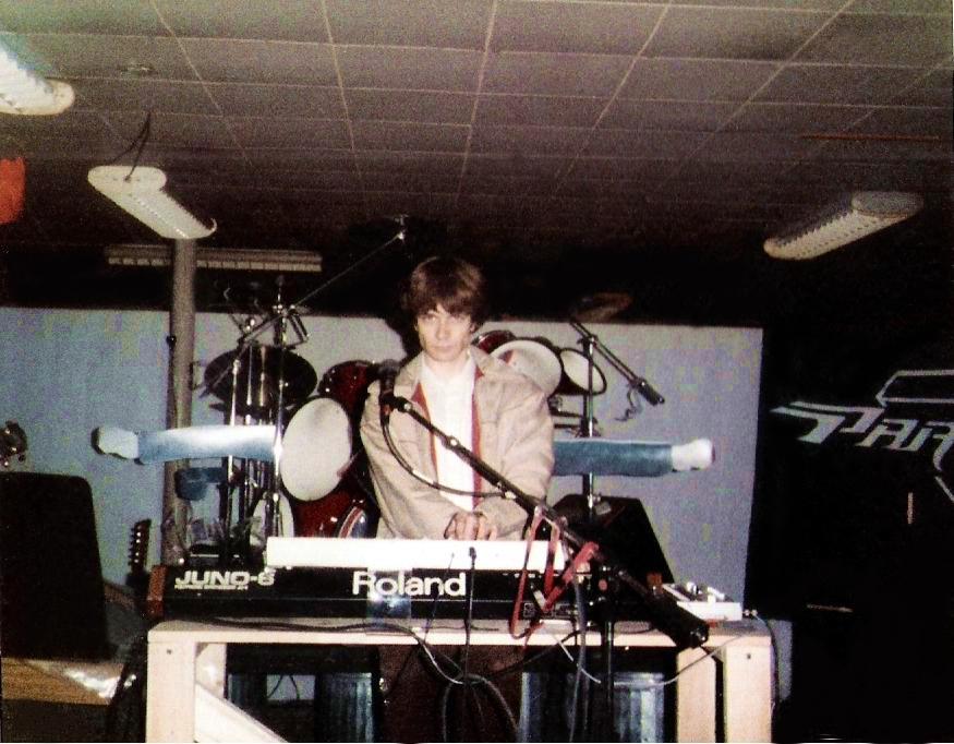 Patt Connolly – vocals/flute/keyboards